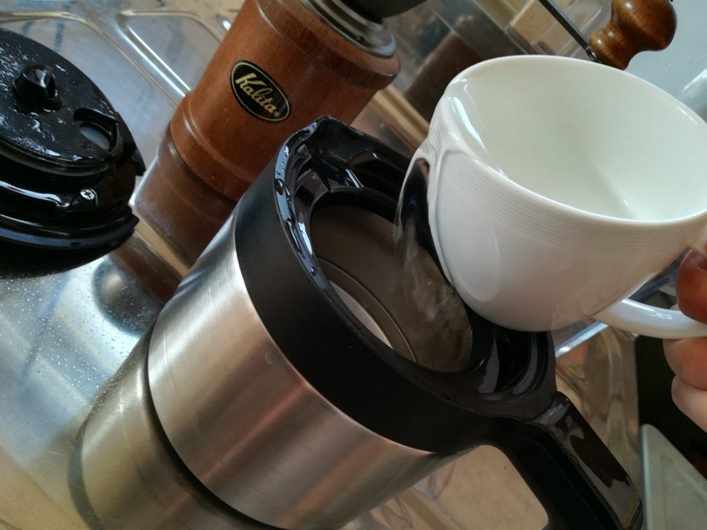 コーヒーサーバーに移し替える