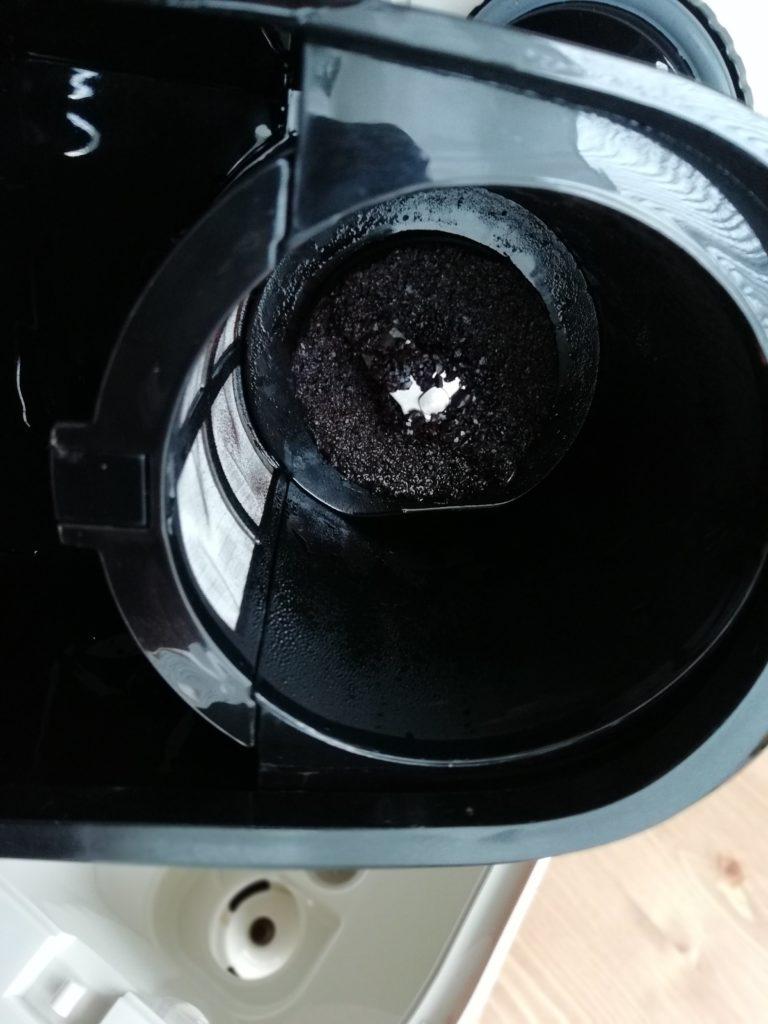 ビタントニオのコーヒーメーカーVCD-200のコーヒー抽出後のミルの底