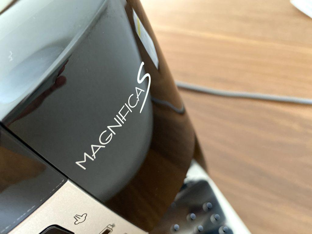 マグニフィカSのロゴ