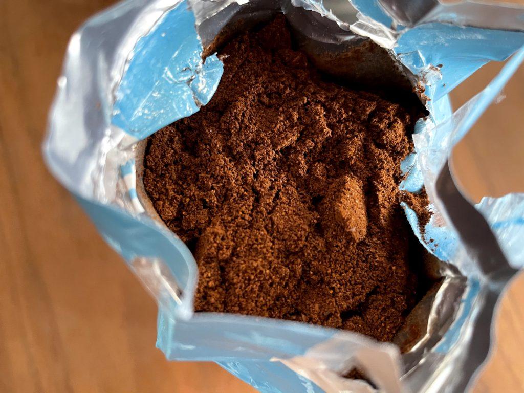 ラバッツァLAVAZZAデカフェ カフェインレスコーヒー 実際のコーヒー粉はこんな感じ
