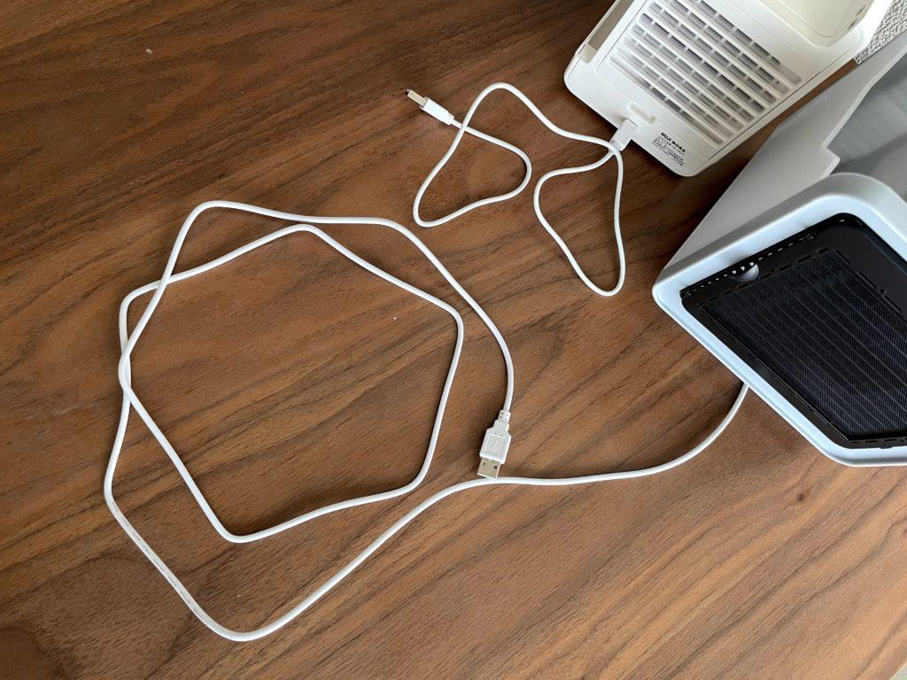 無印良品USB冷風扇MJ-WCF1(左)ここひえR3(右)のUSBケーブルを比較